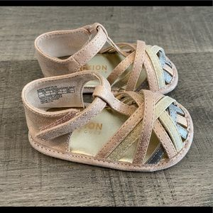 NWOT Reaction Kenneth Cole Baby Sandals